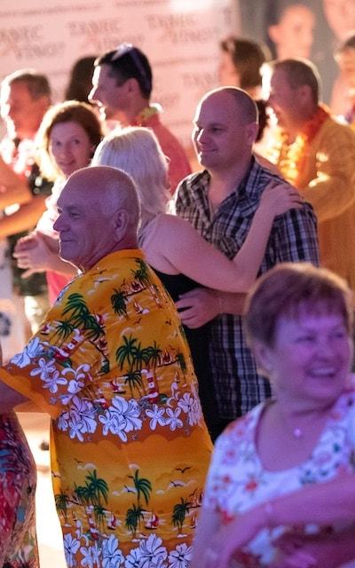 happy-dance-tanec-nebo-vino-mobil